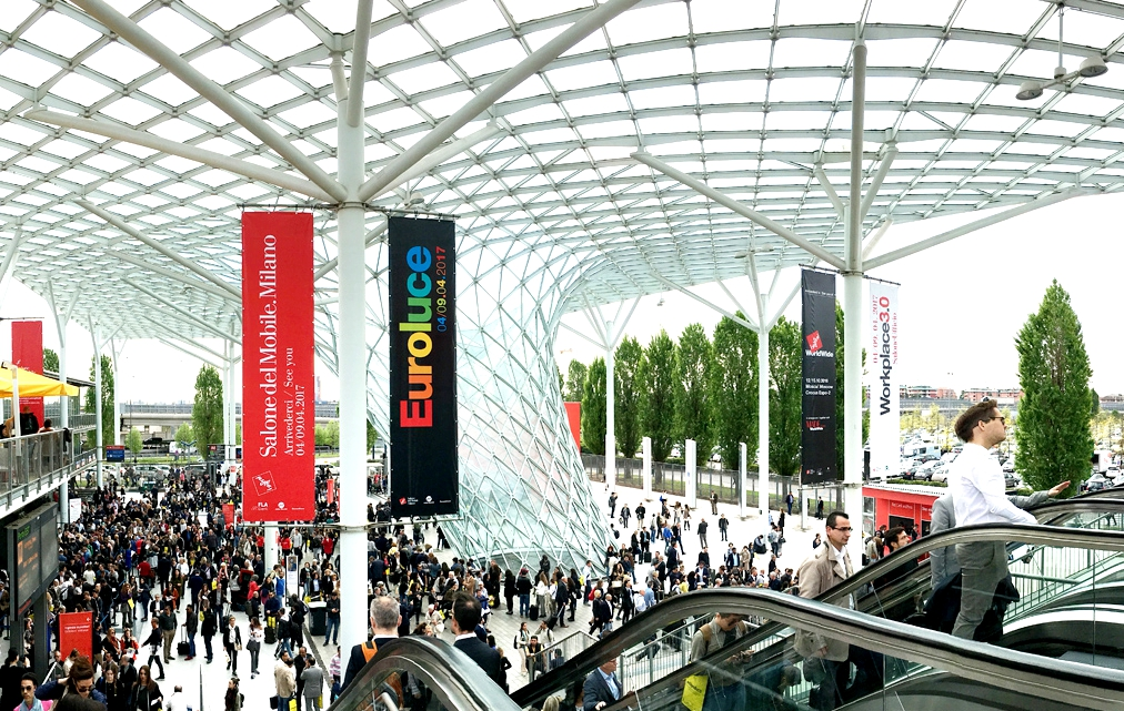 SIM2 nos invita a experimentar la revolucionaria pantalla SIM2xTV en el Salone del Mobile di Milano, del 4 al 9 de abril de 2017