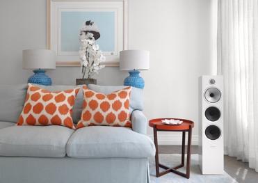 ¿Cuáles son las especificaciones clave de una caja acústica?